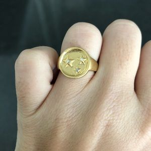 Made well good signet ring.